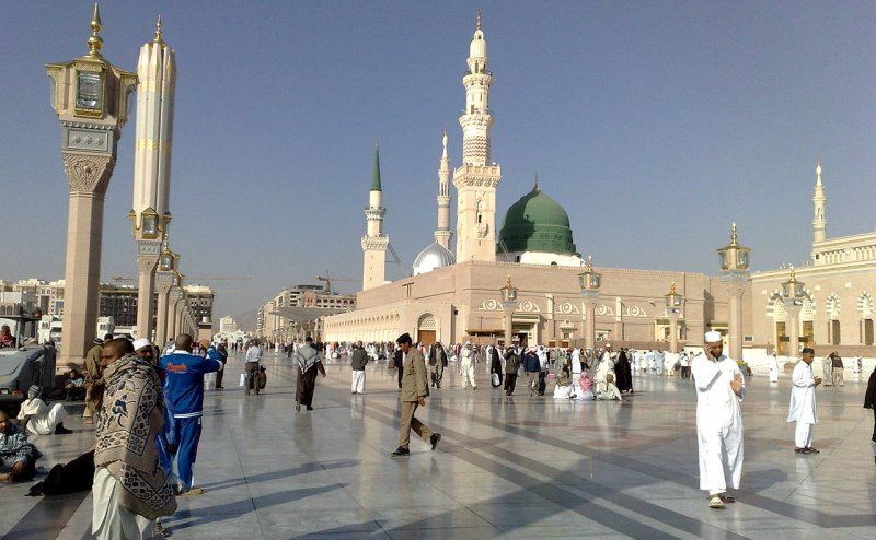 Salaam Aal-e-Nabi Ho Tum Par